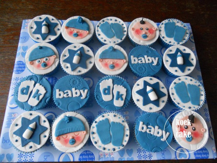 Versierde babyshower cupcakes met fondant