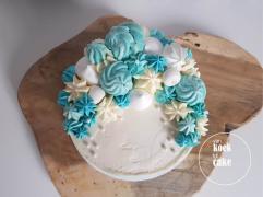 Blauwe taart met karamelslagroom en gezouten karamel botercrème en schuimpjes