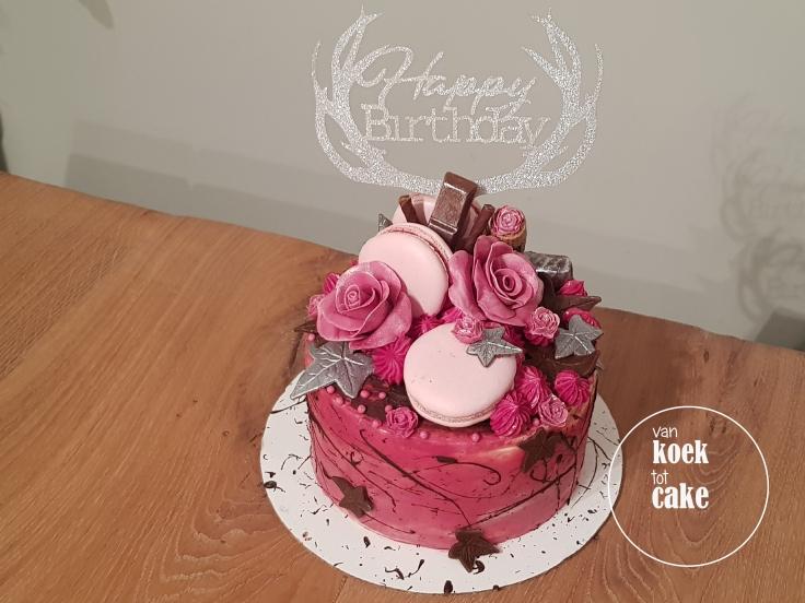 Verjaardagstaart roze met zilver - van koek tot cake