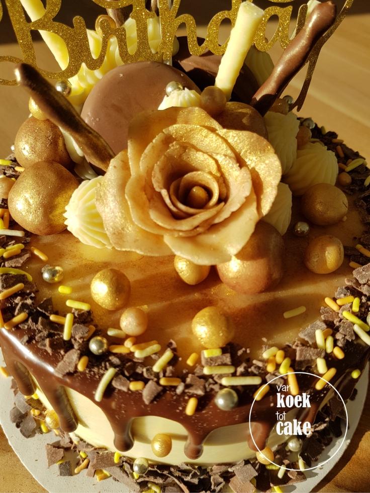 Taart met goud en marsepein - Dripcake bestellen van koek tot cake - Middelburg Vlissingen Oost-Souburg