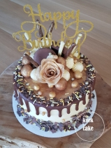 Taart met goud, marsepein, chocolade en oreo vulling - Drip cake bestellen van koek tot cake - Middelburg Vlissingen Oost-Souburg