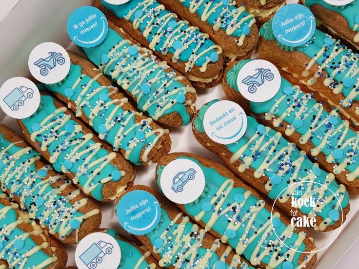 Traktatie gebak mini eclair met logo - Bedrijven Geboorte Babyshower Kraamfeest - van koek tot cake - Middelburg Vlissingen Oost-Souburg
