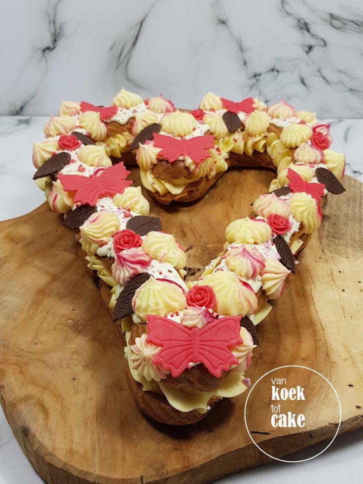 Valentijnstaart Valentijn gebak eclair - van koek tot cake - bestellen Middelburg Vlissingen Oost-souburg