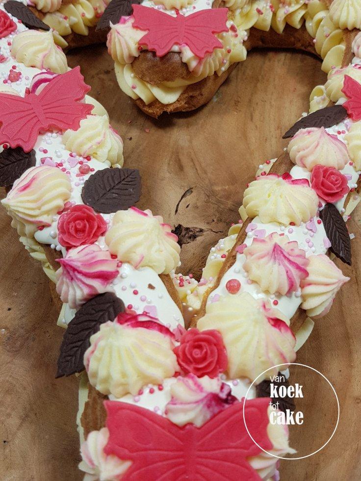 Valentijnstaart Valentijn gebak eclair - van koek tot cake - bestellen Middelburg Vlissingen Oost-souburgburg (1)8663345189687030321..jpg