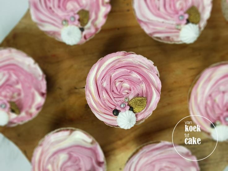 Cupcakes met roze toef zilver goud zwart en wit - bestellen Vlissingen Middelburg Oost-Souburg - van koek tot cake