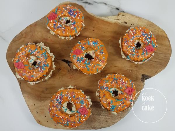 Soezen eclair Oranje donut Koningsdag - gebak bestellen Vlissingen Middelburg Oost-souburg