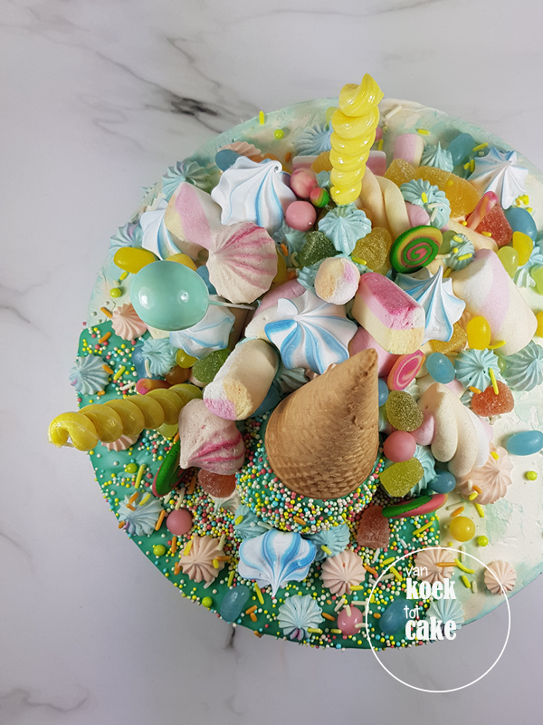 Drip cake verjaardagstaart met omgekeerd ijsje - bestellen Vlissingen Middelburg Oost-Souburg - van koek tot cake