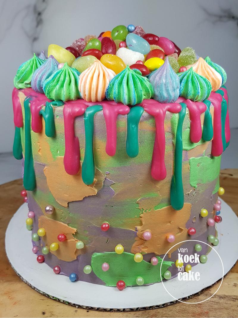 Vrolijke verjaardagstaart drip cake met snoep | bestellen Zeeland Vlissingen Middelburg Oost-Souburg | van koek tot cakeVrolijke verjaardagstaart drip cake met snoep | bestellen Zeeland Vlissingen Middelburg Oost-Souburg | van koek tot cake