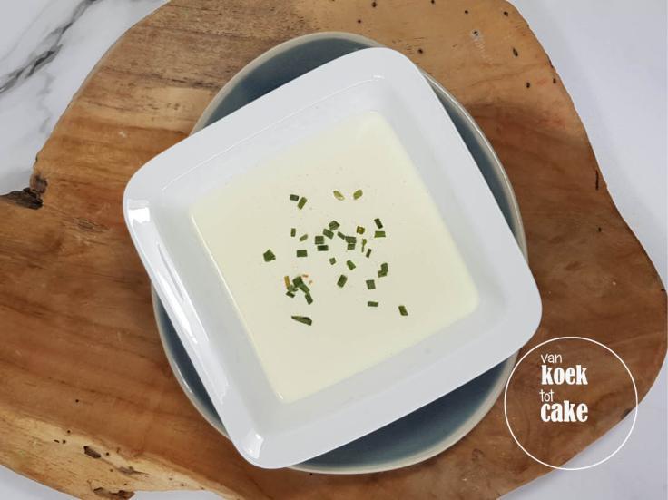 Coronaproof soep Knoflooksoep Hét recept om mensen op afstand te houden óf juist nu te eten nu je eenzaam en alleen bent!